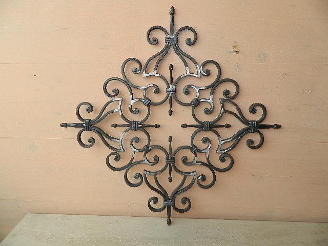 Rosone a ricci in ferro battuto per barriere fai da te for Decorazioni in ferro battuto