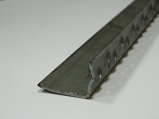 Barra ferro liscio profilo in lamiera piegata rompivisuale for Profili per gradini in acciaio