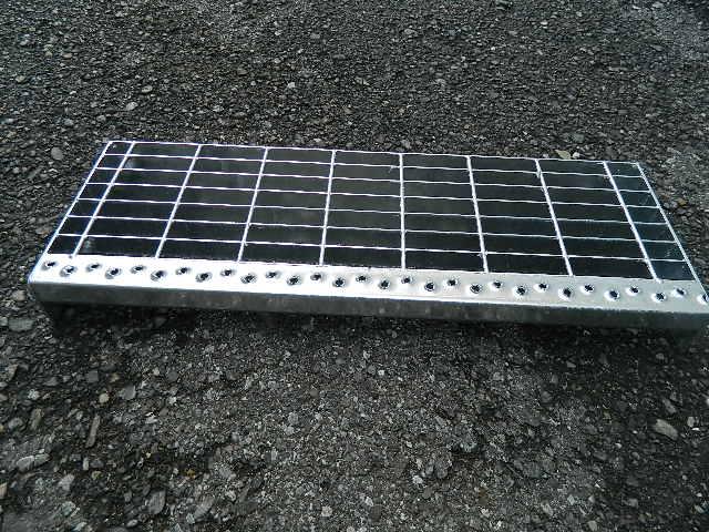 Gradino in ferro zincato per scale scalino scala esterno for Profili per gradini in acciaio