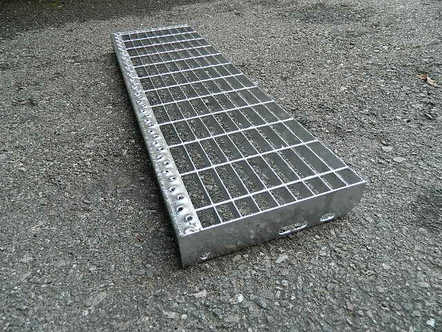 gradino in ferro zincato per scalino scala esterno gradini