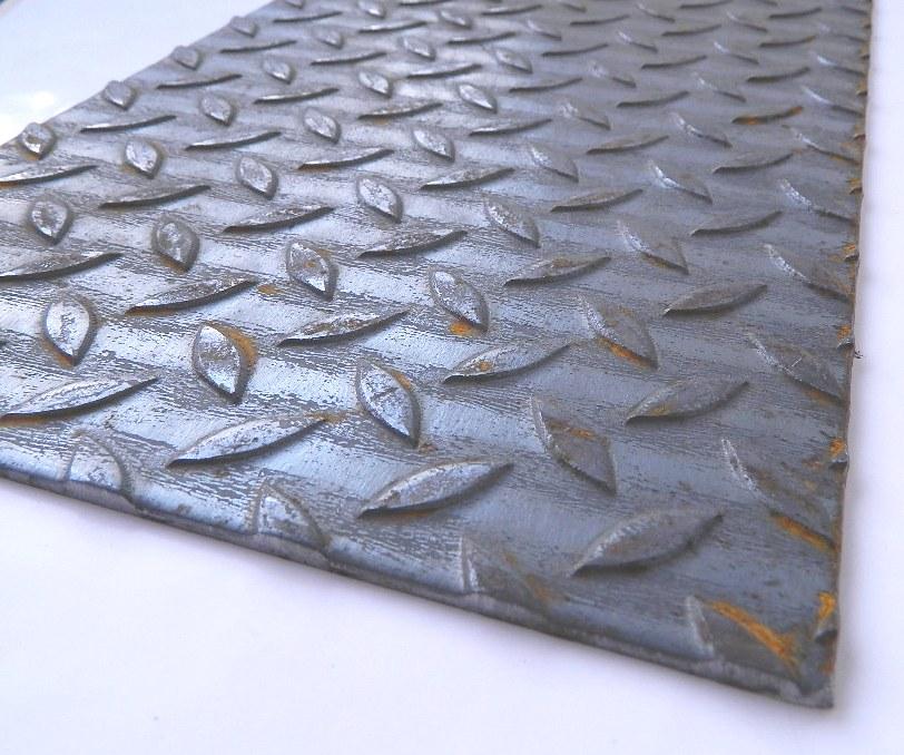 Lamiera bugnata per gradini in ferro taglio laser spessore for Lamiera corten prezzo